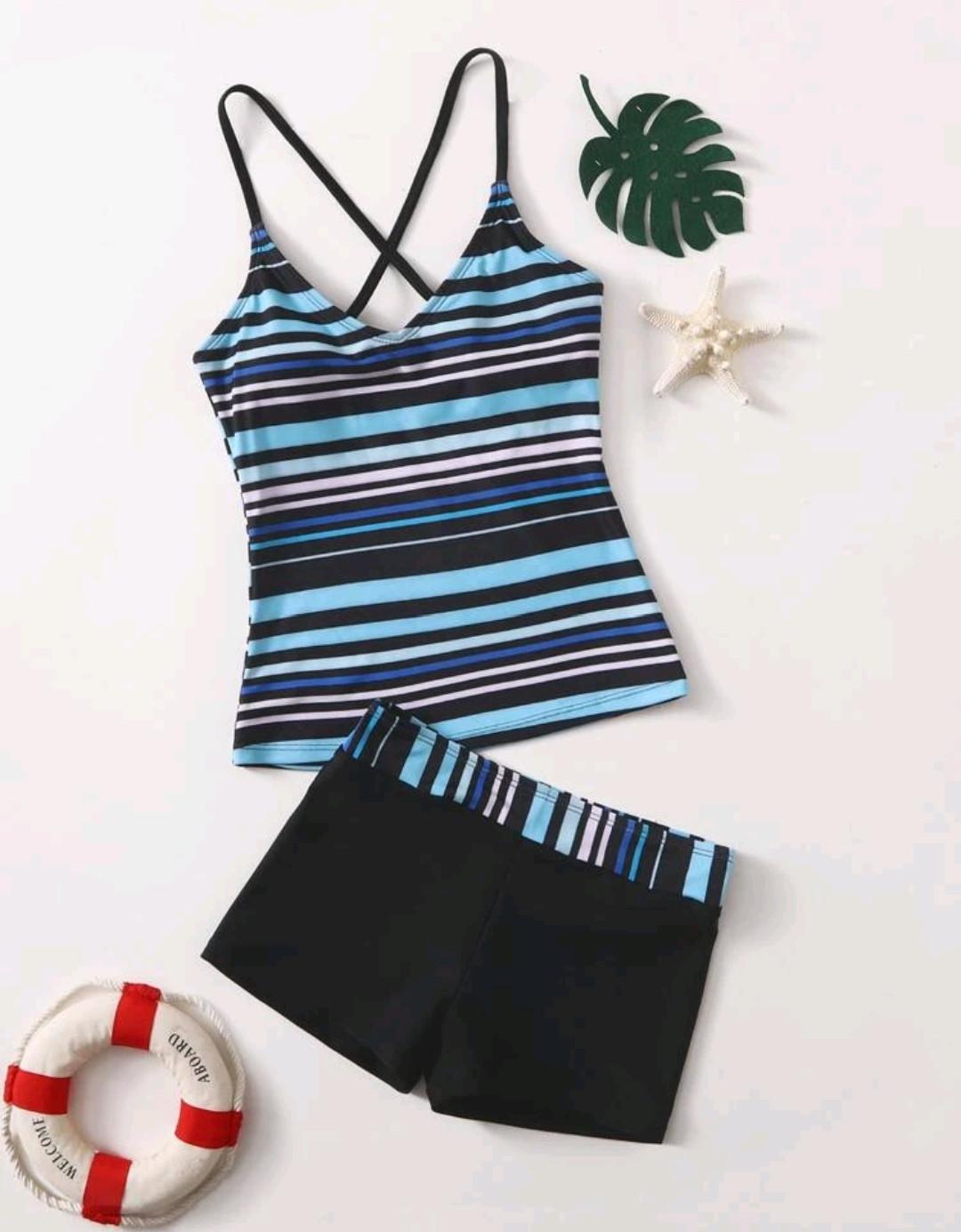Bikini bleu avec rayures
